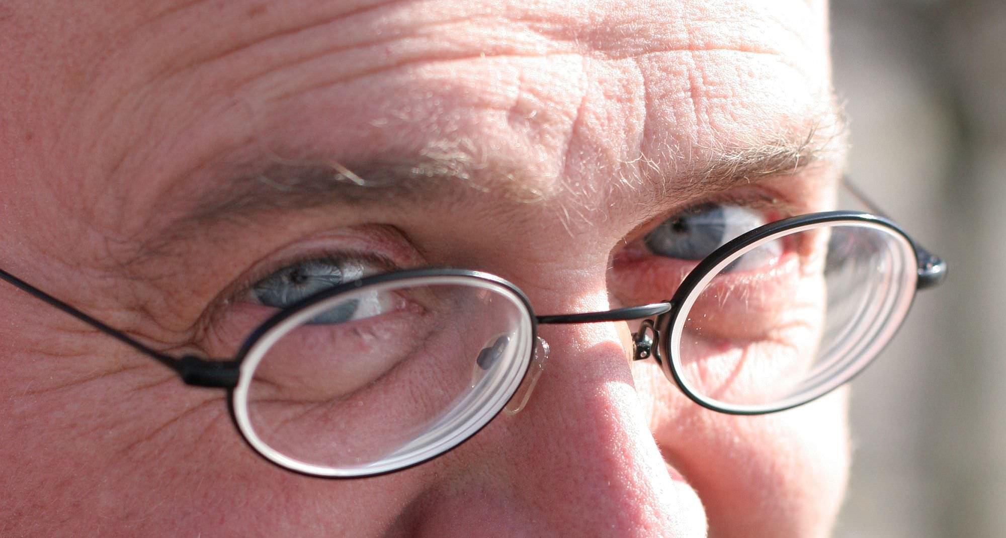 Kais Augen mit verschmitztem Blick