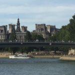 Das PAriser Rathaus vom anderen Seineufer aus gesehen
