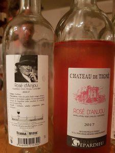 Vor- und Rückseite der Rosé-Flaschen